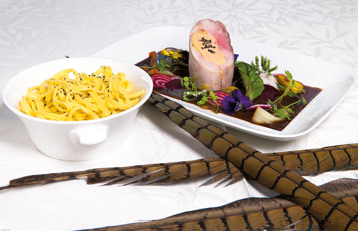 Suprême de faisan farci au foie gras, garniture automnale
